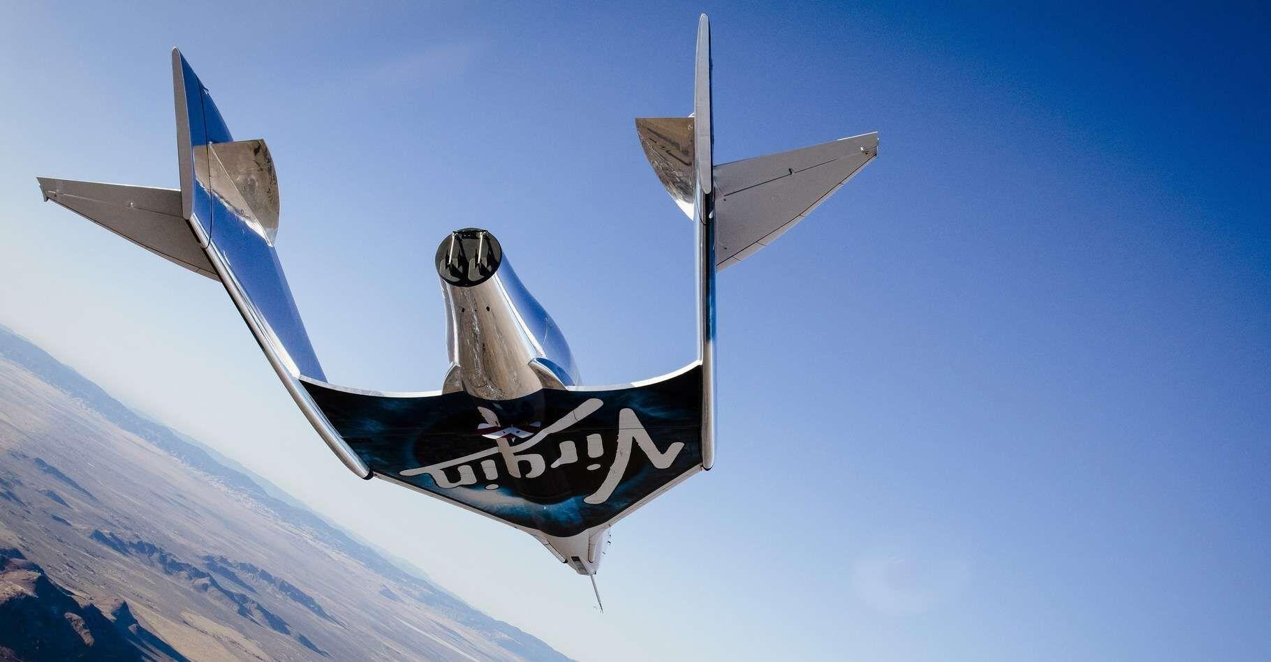L'autre aspect que tient à mettre en avant Jeff Bezos par rapport à l'avion suborbital de Virgin Galactic, c'est que le New Shepard dépasse les 100 kilomètres d'altitude, seule frontière reconnue par la Fédération aéronautique internationale (FAI).
