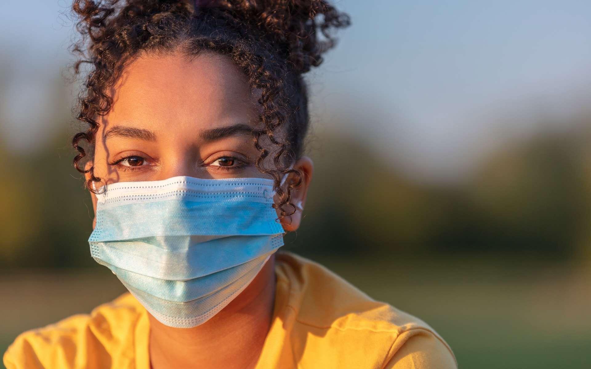 Tout savoir sur la « mascné » et les autres problèmes de peau liés au port du masque