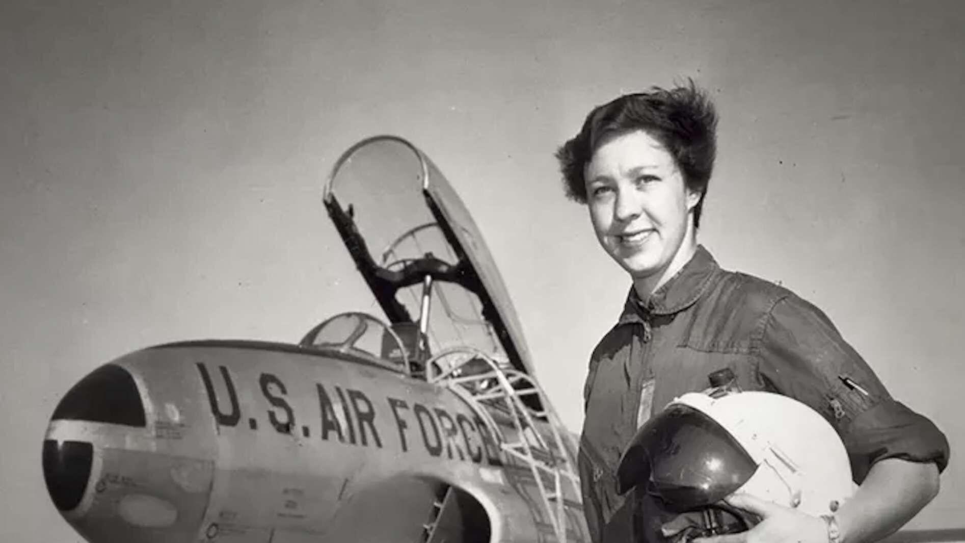 L'histoire de Wally Funk, figure pionnière de l'aviation, relate de la difficulté pour les femmes de se faire une place dans le monde il y a quelques décennies.